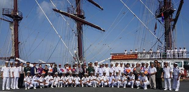 Buque escuela de Armada Popular de Vietnam visita Camboya hinh anh 1