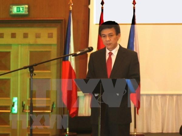 Embajador vietnamita impulsa conexion con localidades checas hinh anh 1