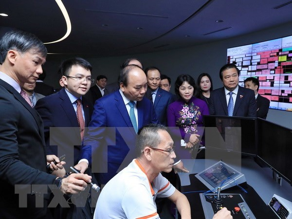 Premier vietnamita continua actividades en Singapur hinh anh 1