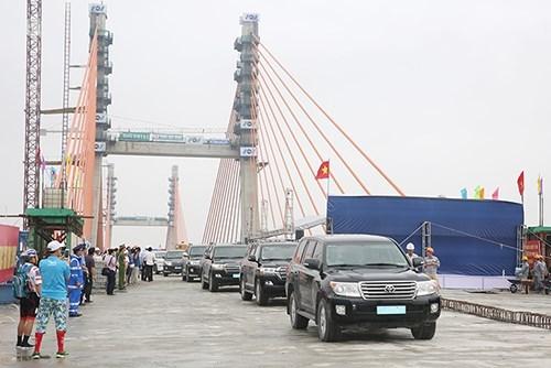 Instalan ultimo segmento del puente interprovincial Quang Ninh- Hai Phong hinh anh 1