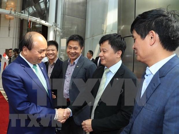 Premier vietnamita concluye visita a Singapur y su participacion de Cumbre de ASEAN hinh anh 1