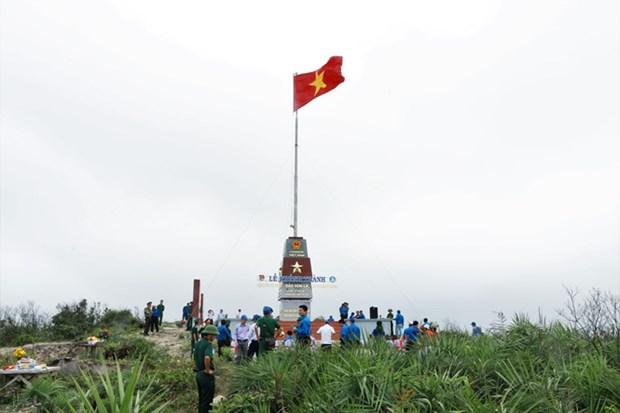 Inauguran mastil de bandera en isla vietnamita de Hon La hinh anh 1