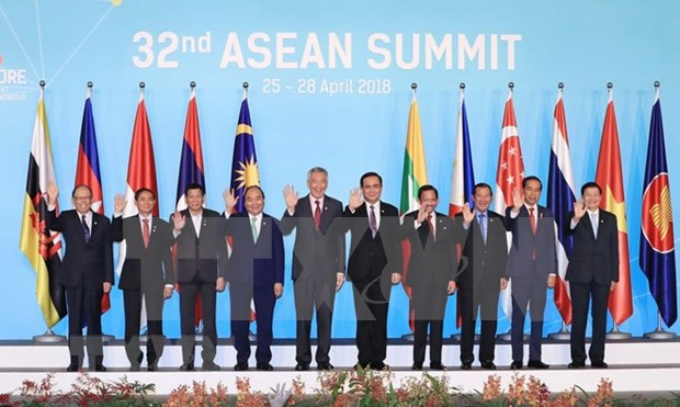 Paises de la ASEAN se preocupan por tensiones comerciales entre EE.UU. y China hinh anh 1