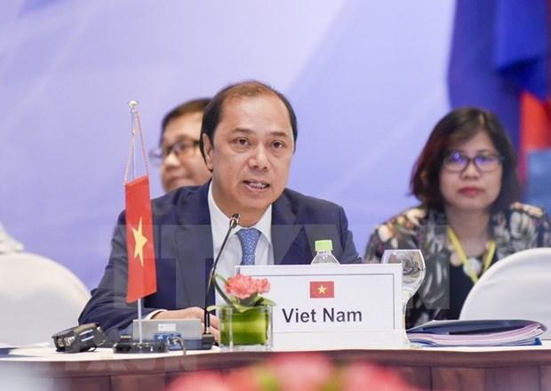 Vietnam contribuye activamente a la XXXII Cumbre de ASEAN, destaca vicecanciller hinh anh 1