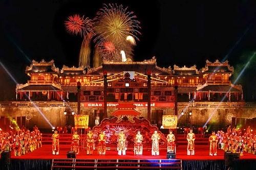 Festival Hue 2018 recibe a 50 mil visitantes diarios hinh anh 1