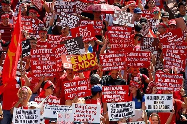 Filipinas: Miles de trabajadores exigen al presidente Duterte cumplir su promesa de campana hinh anh 1