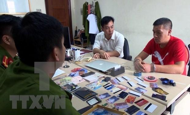Arrestan en Vietnam un individuo extranjero por uso de tarjetas ATM falsas hinh anh 1