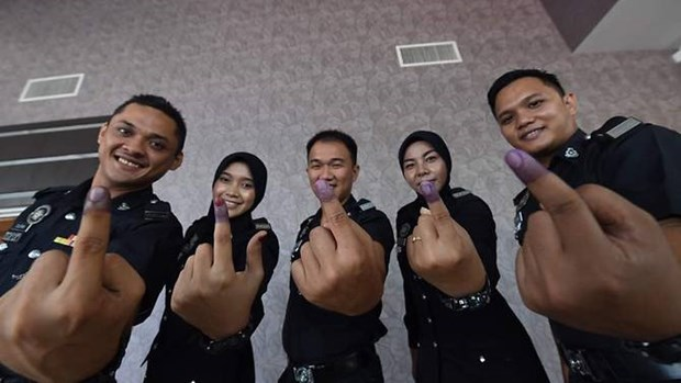 Comienza el voto anticipado para las elecciones generales en Malasia hinh anh 1