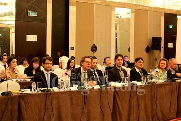 Suecia comparte experiencias en gestion de transporte publico con Vietnam hinh anh 1