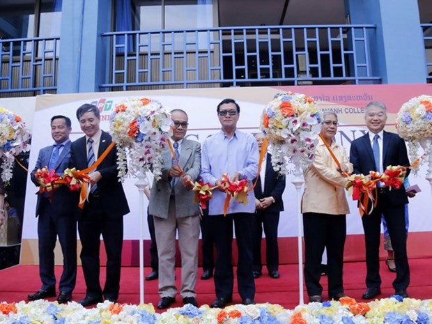 Vietnam proveera a Laos cursos universitarios de calidad internacional hinh anh 1