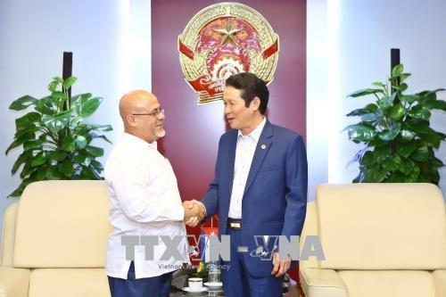 Vietnam y Cuba firman acuerdo de cooperacion en sector de publicacion hinh anh 1