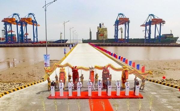 En funcionamiento puerto de aguas profundas Nam Dinh Vu en Vietnam hinh anh 1