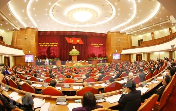 Publico vietnamita aprecia temas del septimo pleno del Comite Central de Partido Comunista hinh anh 1