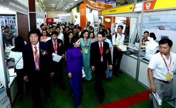 Inauguran exposicion internacional medico-farmaceutica Vietnam 2018 hinh anh 1