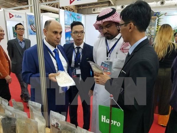 Productos de Vietnam captan interes en feria internacional en Argelia hinh anh 1