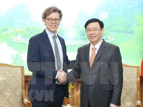 Grupo sueco Comvik muestra interes en invertir en telecomunicaciones en Vietnam hinh anh 1