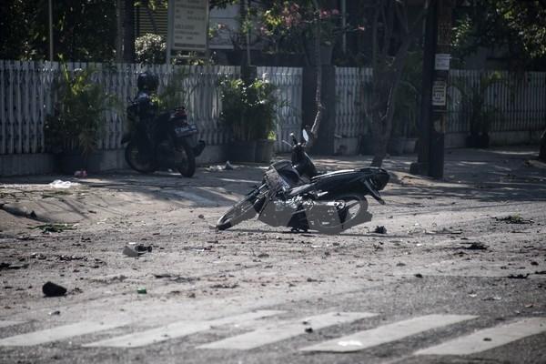 Al menos seis muertos y 35 heridos por ataques con bombas en Indonesia hinh anh 1