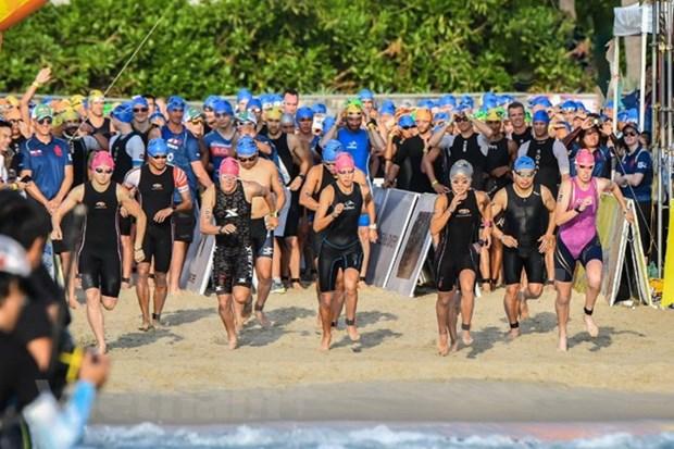 Mil 600 atletas participan en competencia de triatlon en Da Nang hinh anh 1