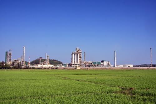 Refineria de petrolero Dung Quat entre plantas mas verdes de Vietnam hinh anh 1