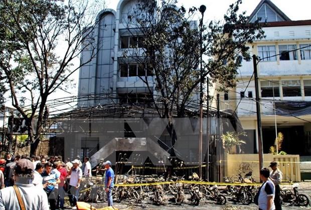 Familia relacionada con EI realizo los atentados a iglesias en Indonesia hinh anh 1