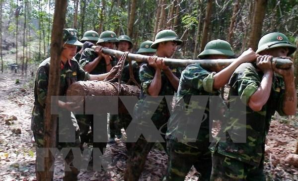 Trasladan a zona segura bomba de 225 kilogramos hallada en provincia norvietnamita hinh anh 1