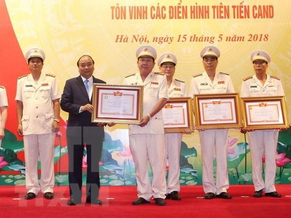 Premier insto a policias a seguir estudiante ensenanzas del presidente Ho Chi Minh hinh anh 1