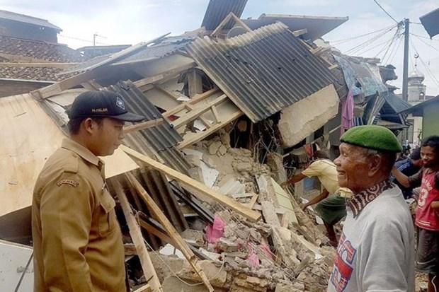 Terremoto de 6,1 grados de magnitud sacude Este de Indonesia hinh anh 1