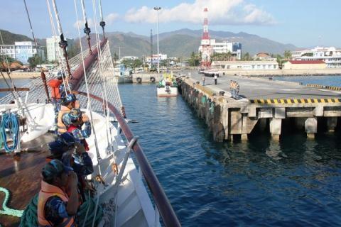 Vietnam promueve el intercambio con fuerzas navales de Camboya y Tailandia hinh anh 1