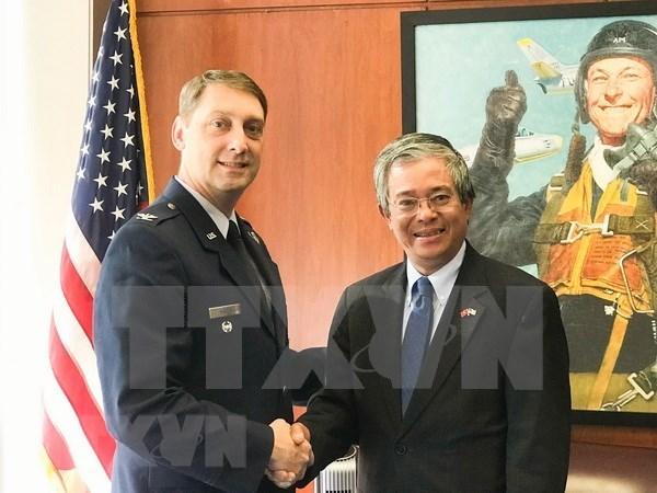 Vietnam y Estados Unidos buscan mejorar cooperacion en defensa hinh anh 1