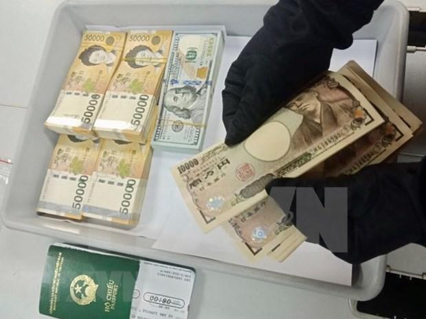Detectan transporte ilegal de dinero a traves del aeropuerto de Tan Son Nhat hinh anh 1