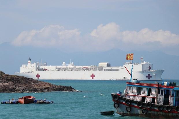 Buque hospital estadounidense USNS Mercy llega a ciudad vietnamita de Nha Trang hinh anh 1