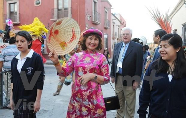 Vietnam presenta su traje tradicional durante evento cultural en Mexico hinh anh 1
