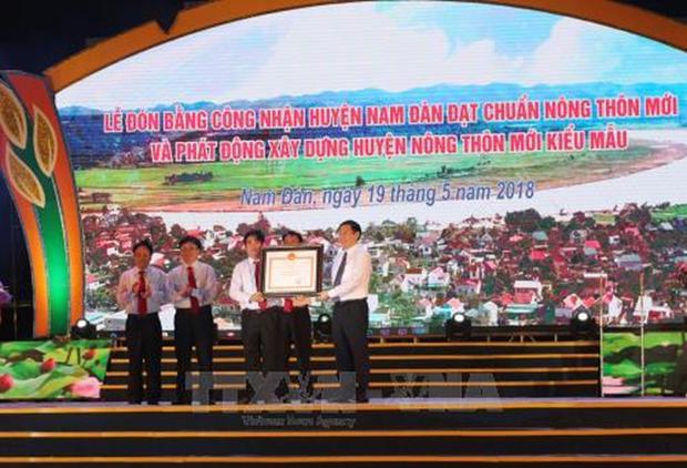 Tierra natal del Presidente Ho Chi Minh recibe certificado de nueva zona rural hinh anh 1