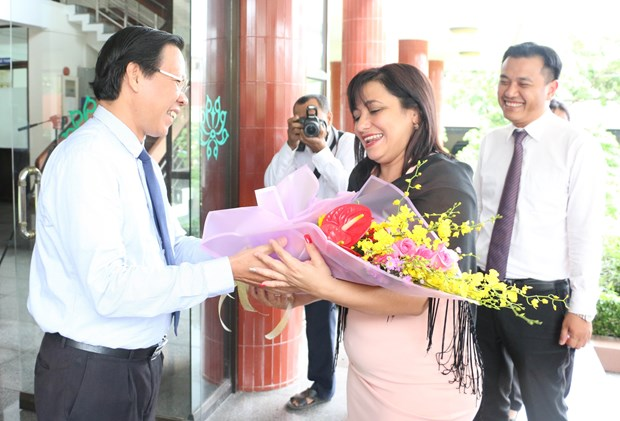 Delegacion juvenil de Cuba visita provincia vietnamita de Ben Tre hinh anh 1