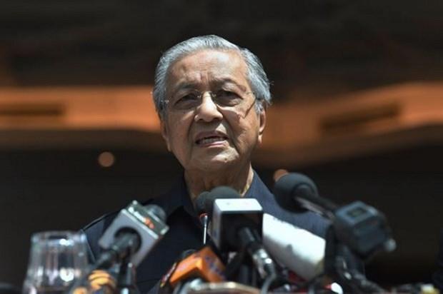 Miembros del nuevo gabinete de Malasia acuerdan reducir 10 por ciento de su salario hinh anh 1