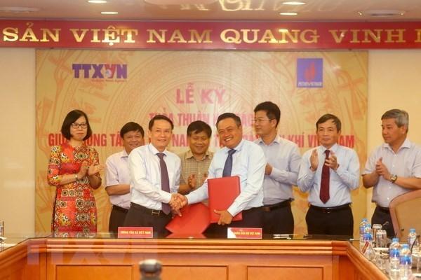 Agencia Vietnamita de Noticias y PetroVietnam estrechan cooperacion hinh anh 1