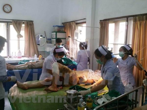Al menos 12 vietnamitas resultan heridos en un accidente de transito en Laos hinh anh 1