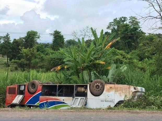 Accidente de transito en Laos deja 14 vietnamitas heridos hinh anh 1