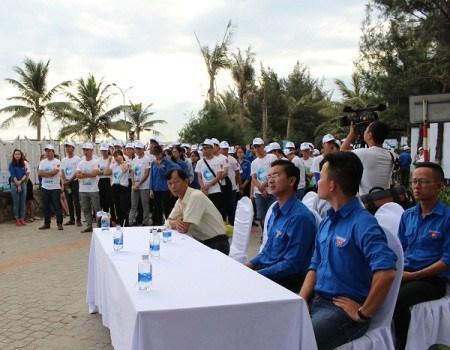 Lanzan campana playa limpia en provincia vietnamita hinh anh 1