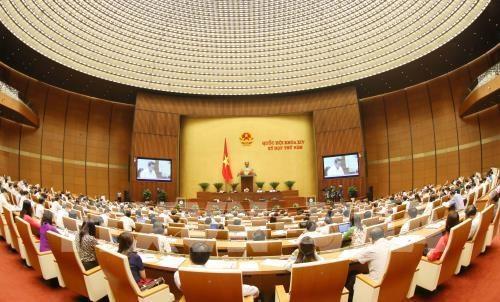 Parlamento vietnamita prosigue quinto pleno con debate de numerosos asuntos socioeconomicos hinh anh 1