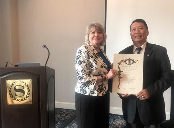 Primer vietnamita reconocido por la Academia Internacional para la Calidad hinh anh 1