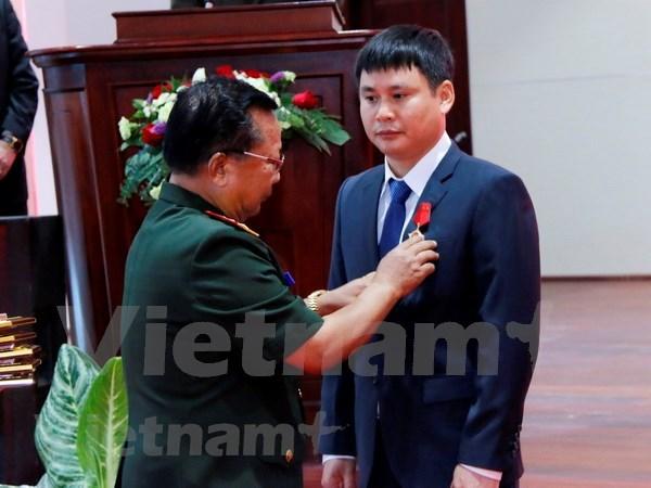Laos entrega Orden de Trabajo a empresa mixta con Vietnam hinh anh 1