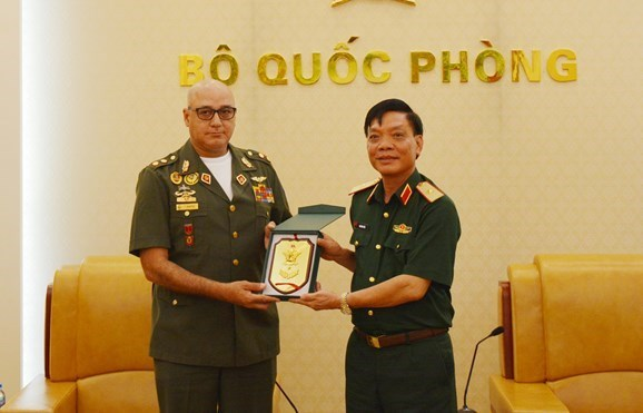 Vietnam y Venezuela fomentan cooperacion en defensa hinh anh 1