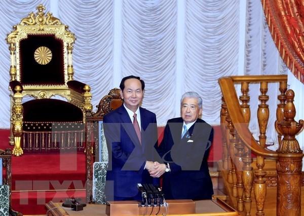 Presidente de Vietnam dialoga con titular de Camara alta de Japon hinh anh 1