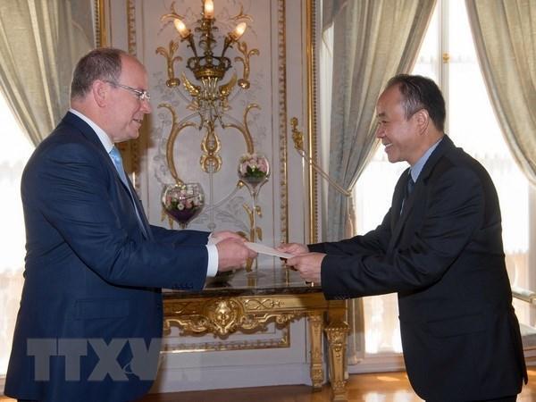 Embajador vietnamita presenta cartas credenciales al Principe de Monaco hinh anh 1