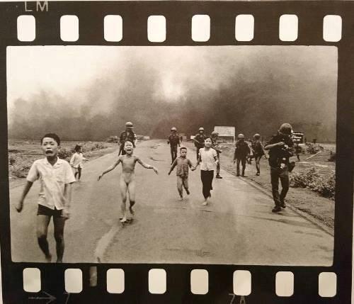 Fotografo ganador de Pulitzer dona objetos al museo de Vietnam hinh anh 1