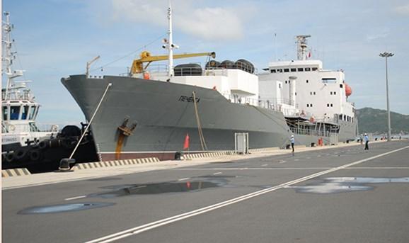 Buques de la Armada rusa llegan al puerto de Cam Ranh para iniciar visita a Vietnam hinh anh 1