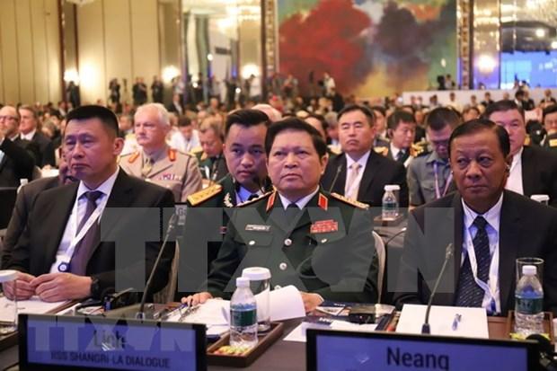 Ministro vietnamita sostiene encuentros con homologos de Australia, Francia y Japon al margen del Dialogo de Shangri- La hinh anh 1