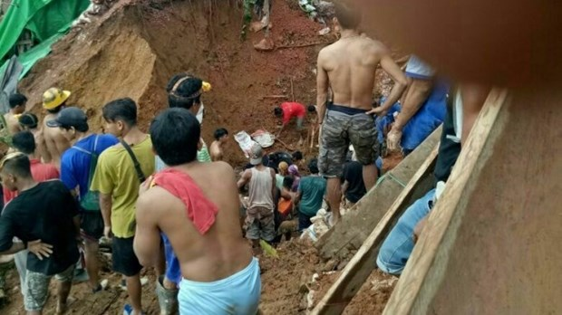 Al menos cinco mineros murieron en deslizamiento de tierra en Indonesia hinh anh 1