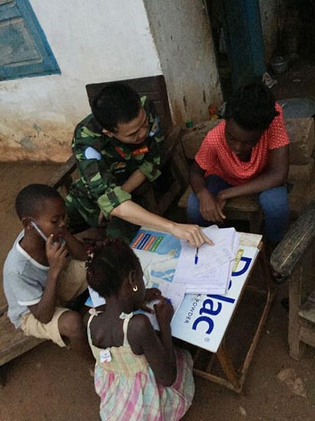 Clase especial de fuerzas de mantenimiento de paz de ONU de Vietnam en Africa Central hinh anh 1